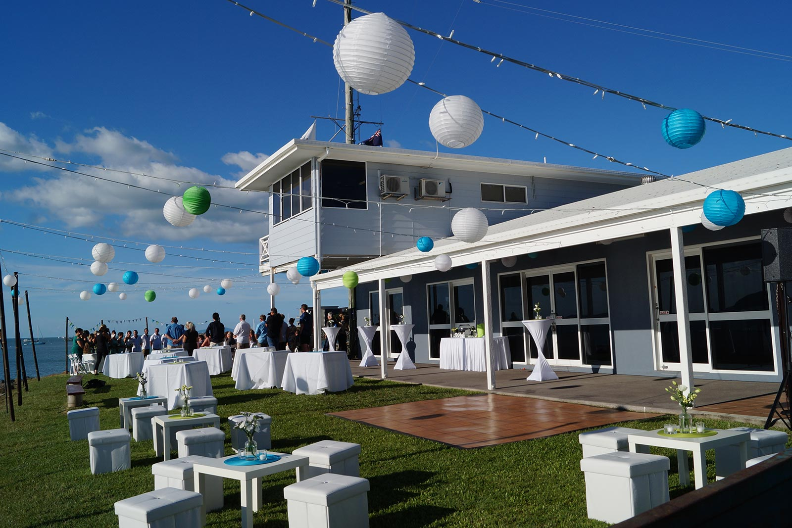 Outdoor Cocktail Wedding Setup5